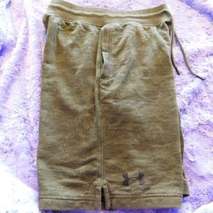 SIZE•M MENS GREEN UNDERARMOUR SHORTS